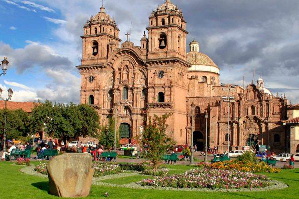 Pacote Cusco Tradicional com 01 noite em Machupicchu